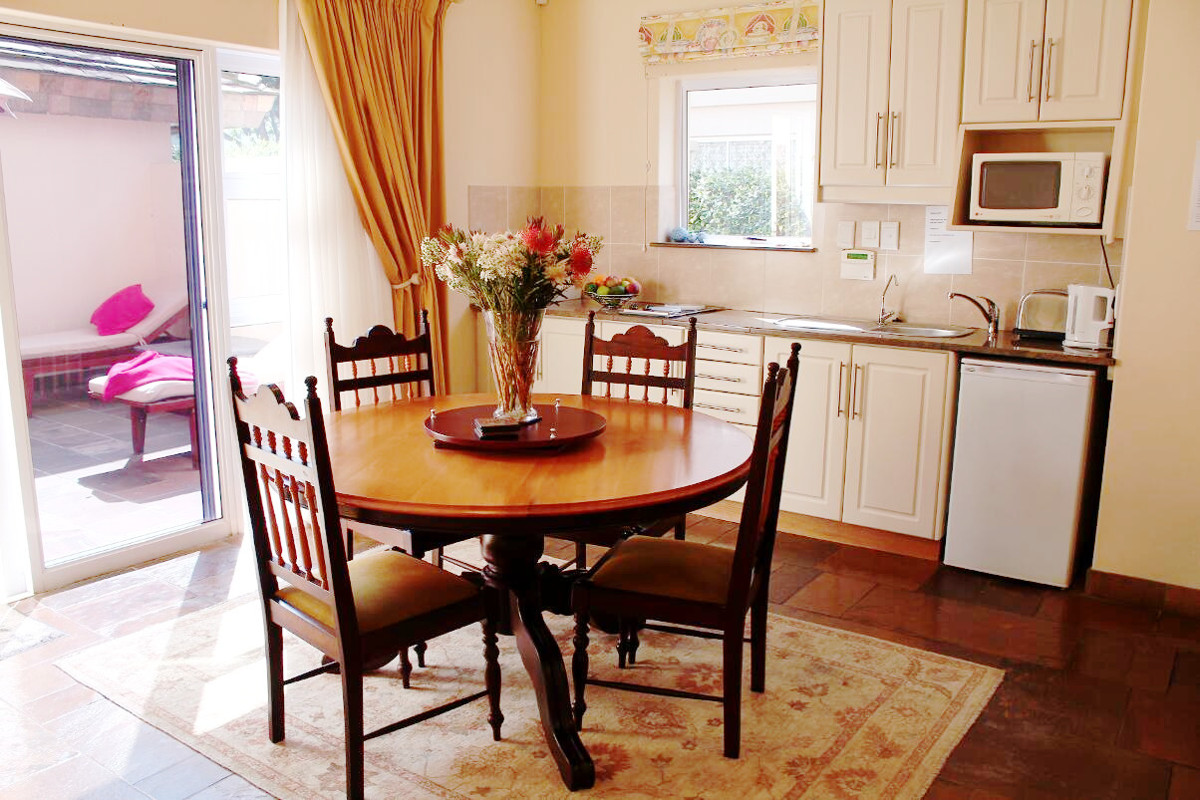 Dinning room area with kitchenette and dinning table and chairs